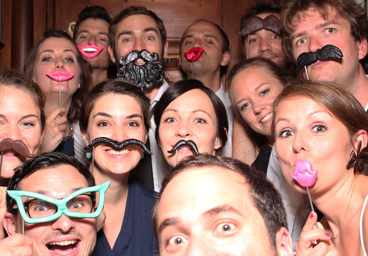 Jetzt unsere Fotobox / Photobooth für Ihre Firmenfeier mieten!
